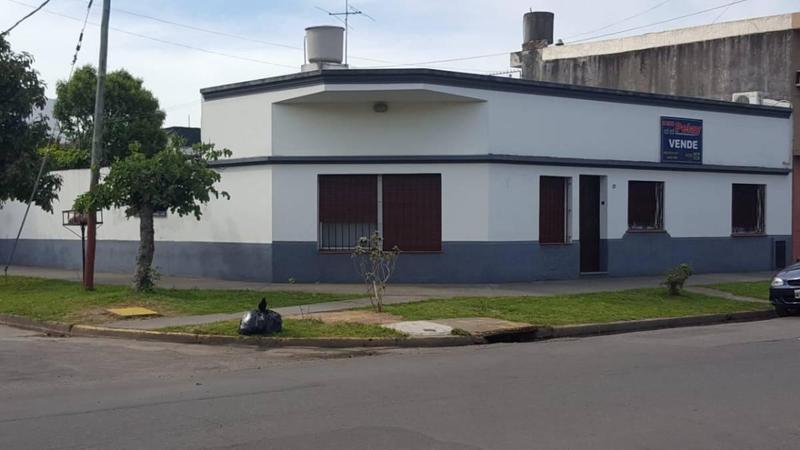 Foto Casa en Venta en  Lanús Este,  Lanús  Esquiu  2500