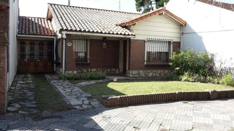 Foto Casa en Alquiler en  Monte Grande,  Esteban Echeverria  Dorrego al 300