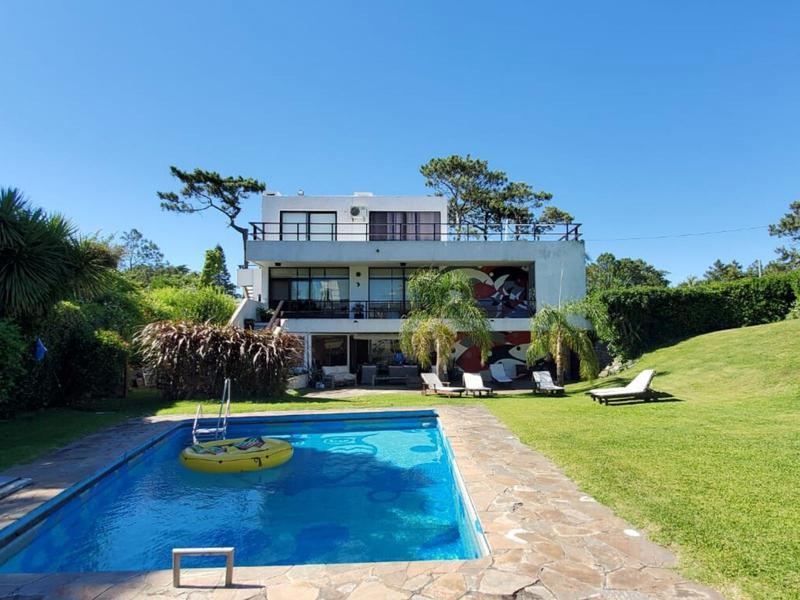Foto Casa en Venta en  Playa Mansa,  Punta del Este  Oportunidad a pasos de Playa Mansa