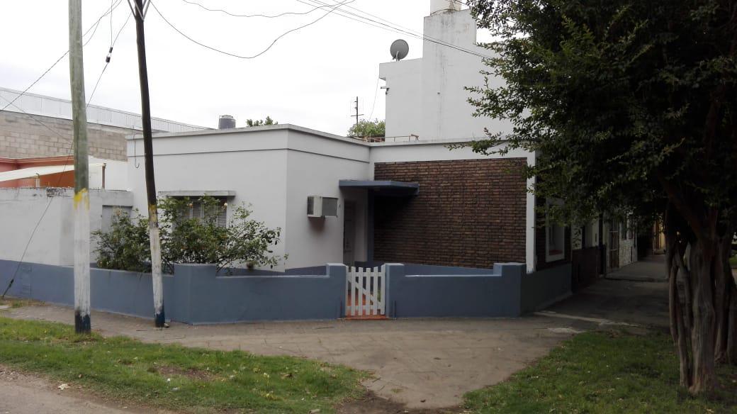 Foto Casa en Venta en  Ludueña,  Rosario  Camilo Aldao  540