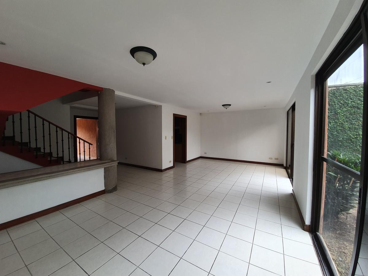 Foto Casa en condominio en Renta | Venta en  Escazu ,  San José  Cerca de Trejos Montealegre/ Amplio jardín / 268 m2 / Ubicación estratégica