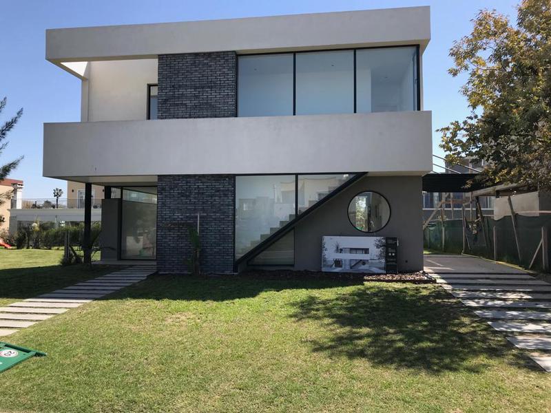 Foto Casa en Venta en  Adrogue,  Almirante Brown  Brisas de Adrogue (Soler al 500)
