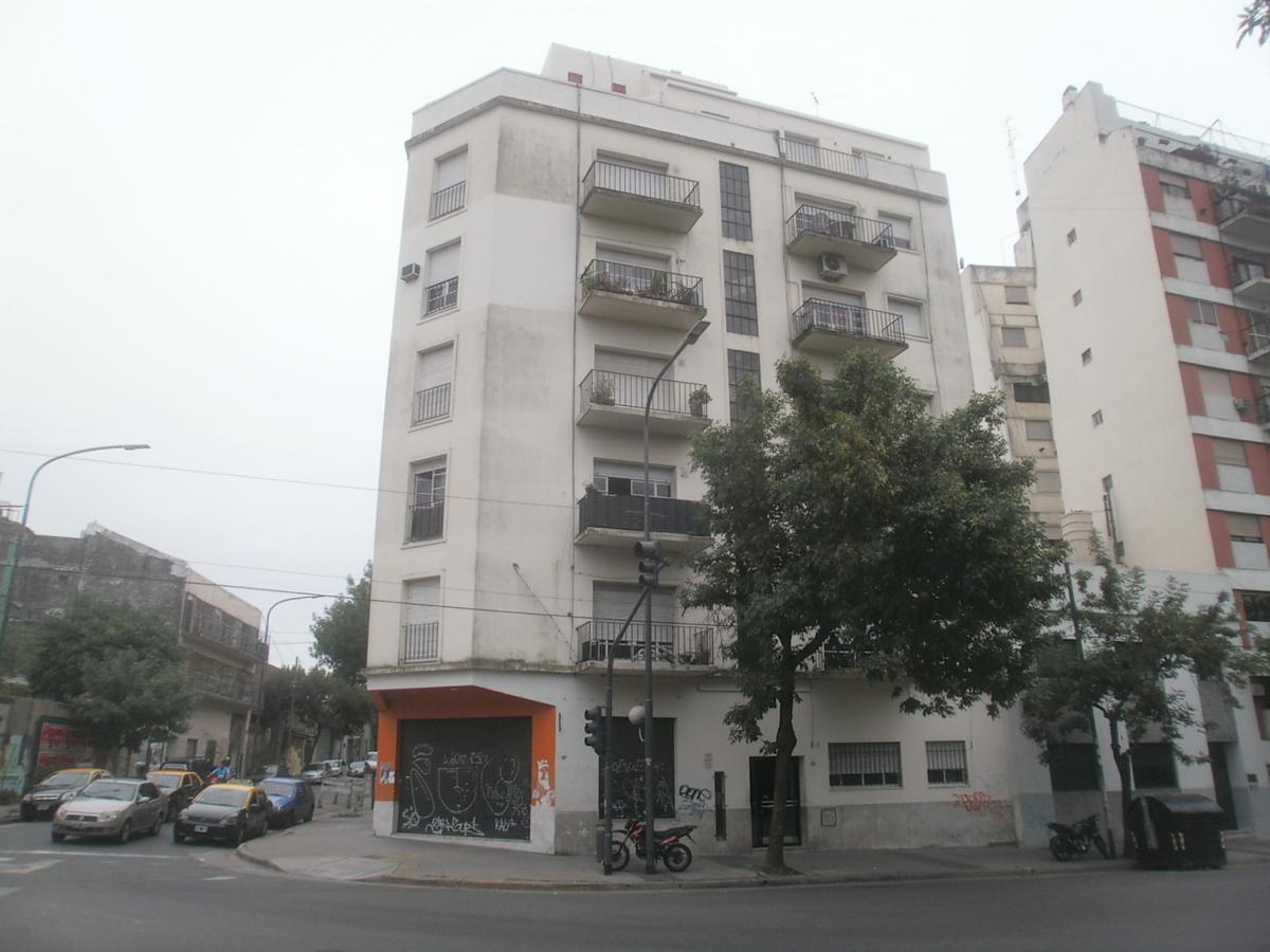 Foto Departamento en Alquiler en  Constitución ,  Capital Federal  AV.CASEROS N° al 1400