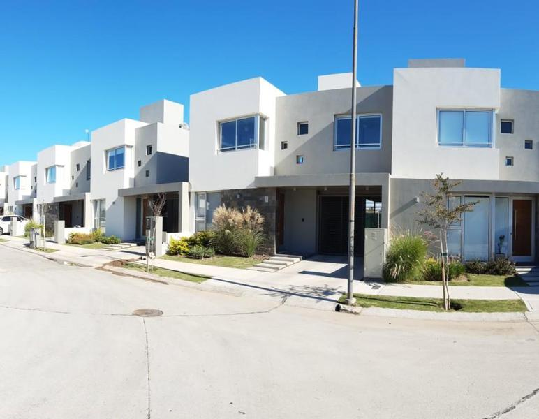 Foto Casa en Venta en  Cordoba Capital ,  Cordoba  Patagonia Village - Av. Republica de China 200