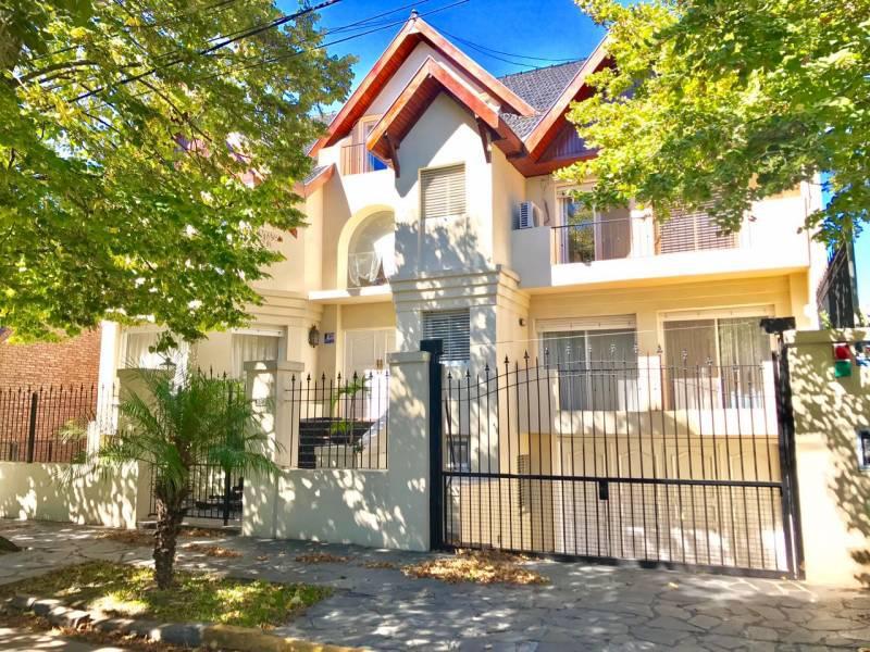 Foto Casa en Alquiler en  Acassuso,  San Isidro  Nicolás Granada al 900