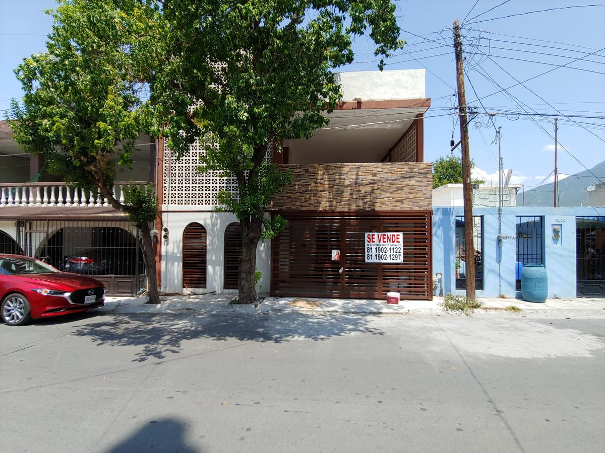 Venta de Casa 4 o mas recamaras en Monterrey Villa los Pinos