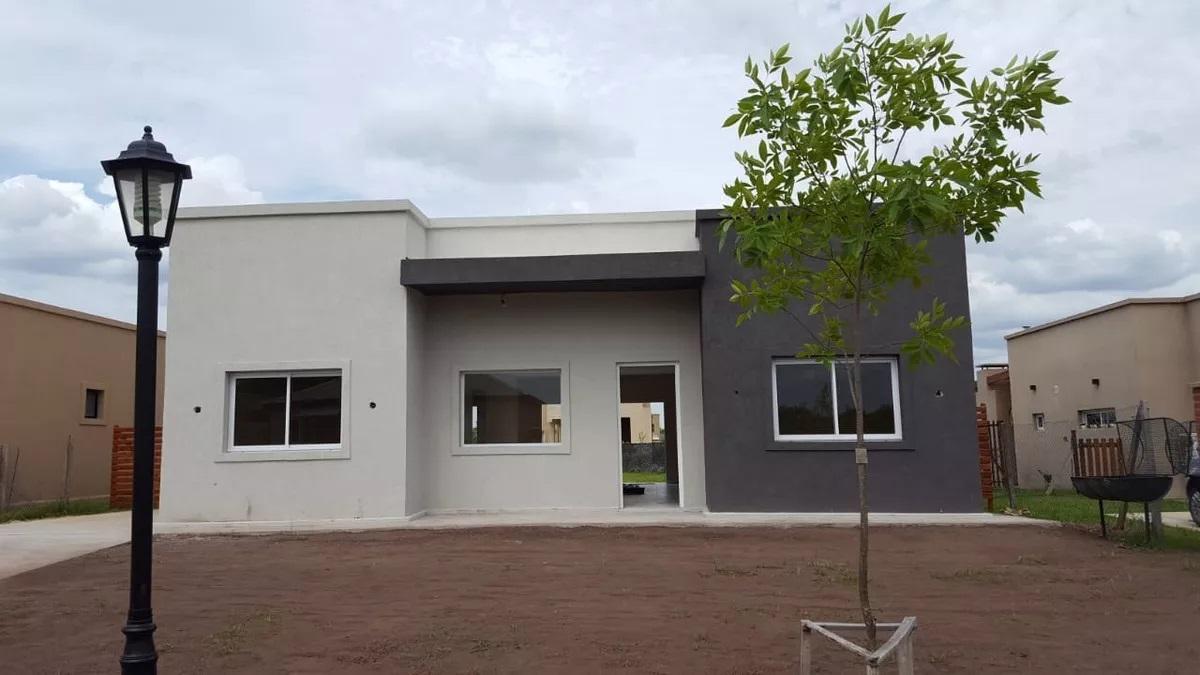 Foto Casa en Venta en  Pilar Del Este,  Countries/B.Cerrado (Pilar)  Pilar del Este