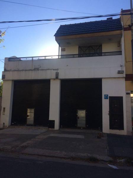 Foto Local en Alquiler en  Lanús Este,  Lanús  SALTA AL 1400