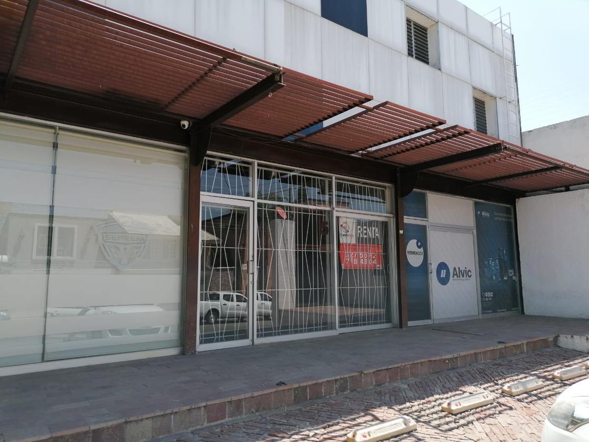 Foto Local en Renta en  Arbide,  León  Locales comerciales en RENTA en Lomas de Abride, mezzanine y estacionamiento, 2 a escoger!!!