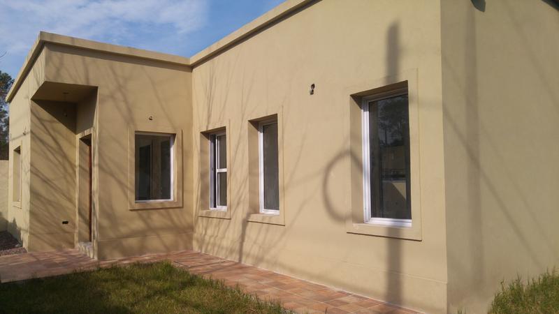 Foto Casa en Venta en  Villa Gobernador Udaondo,  Ituzaingo  Alsina al 2500
