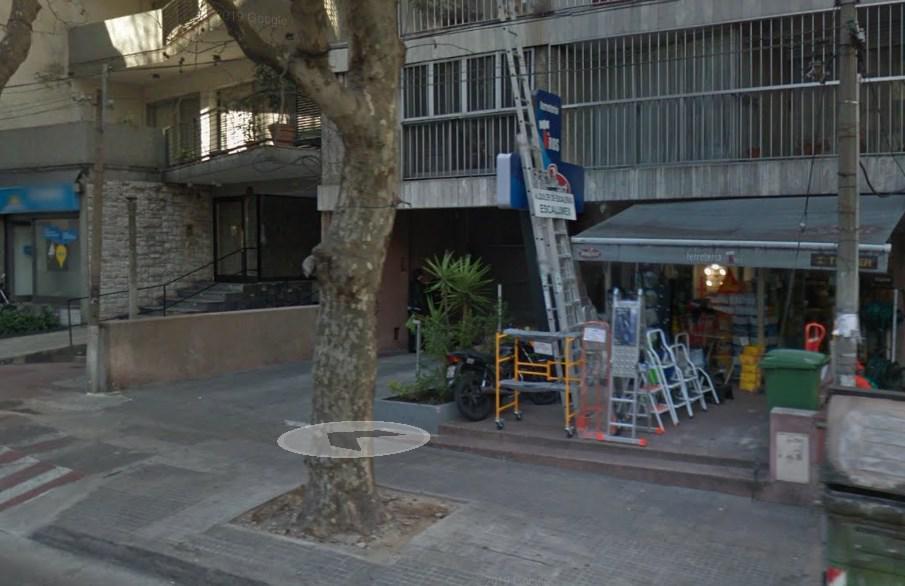 Foto Local en Alquiler en  Pocitos ,  Montevideo  Juan Benito Blanco al 900