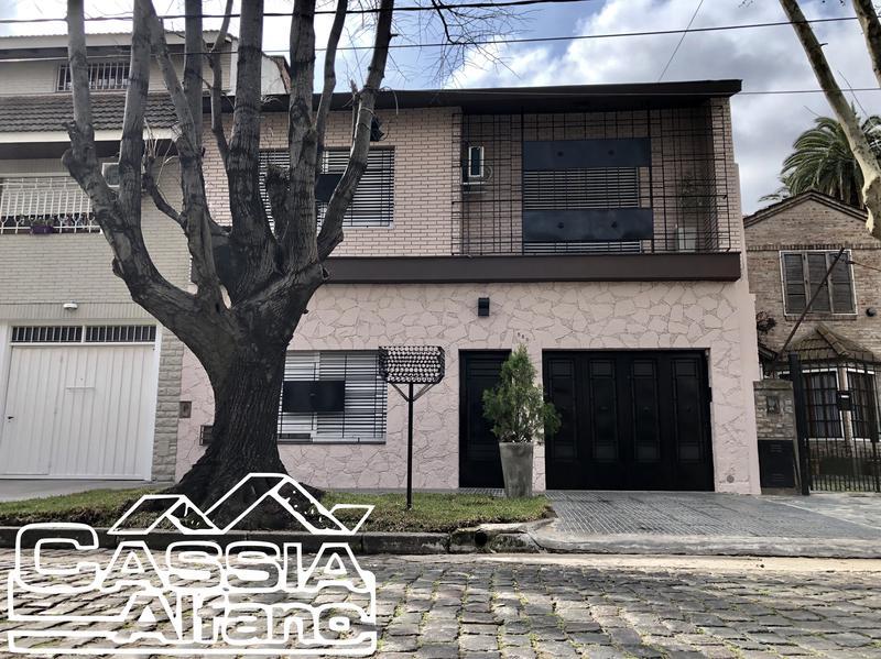 Foto Casa en Venta en  Lomas de Zamora Oeste,  Lomas De Zamora  LARREA 589