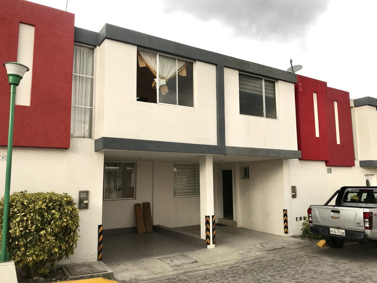 Foto Casa en Venta en  San Rafael,  Quito  Mirasierra