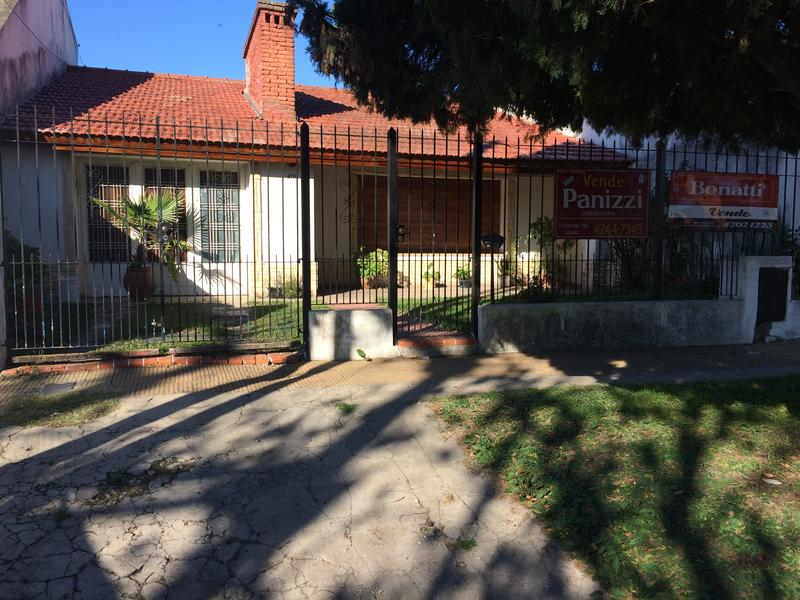 Foto Casa en Venta en  Lomas de Zamora Oeste,  Lomas De Zamora  Fray L. Beltran 470