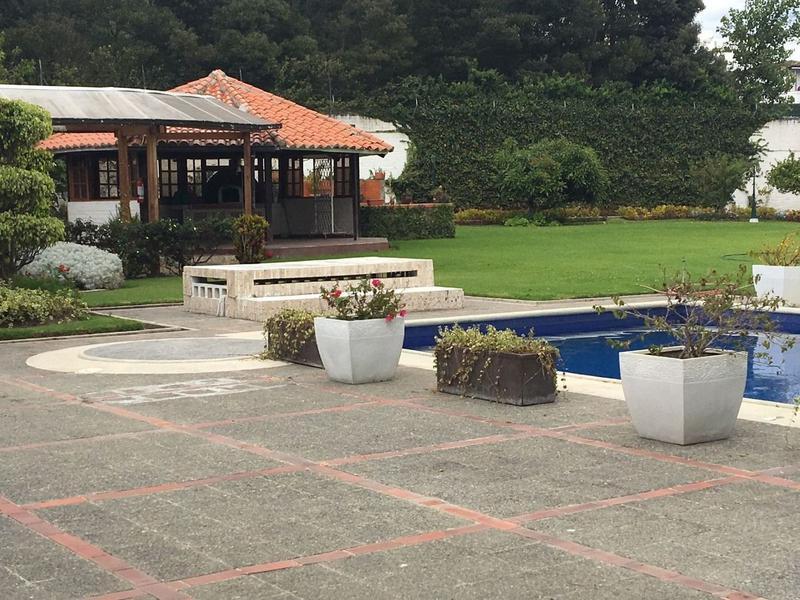 Foto Quinta en Venta en  Tumbaco,  Quito  TUMBACO VENTA HERMOSA QUINTA IDEAL PARA HOSTERIA-OFICINA-GUARDERIA