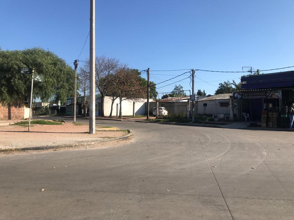Foto Edificio Comercial en Venta en  Manga ,  Montevideo  Instrucciones , Mendoza , Pettirossi