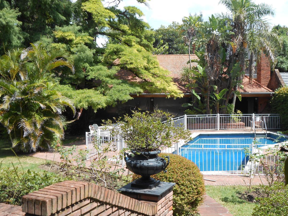 Foto Casa en Venta | Alquiler en  Mart.-Libert./Rio,  Martinez  Colón al 1400