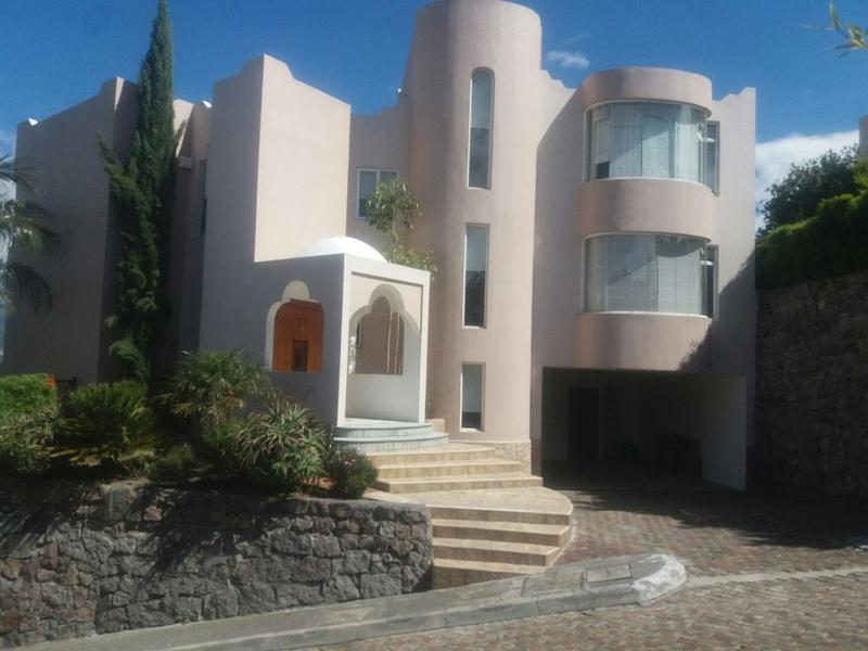 Foto Casa en Venta en  Miravalle,  Quito  Miravalle, amplia, 4 dormitorios, 4 estacionamientos, línea blanca