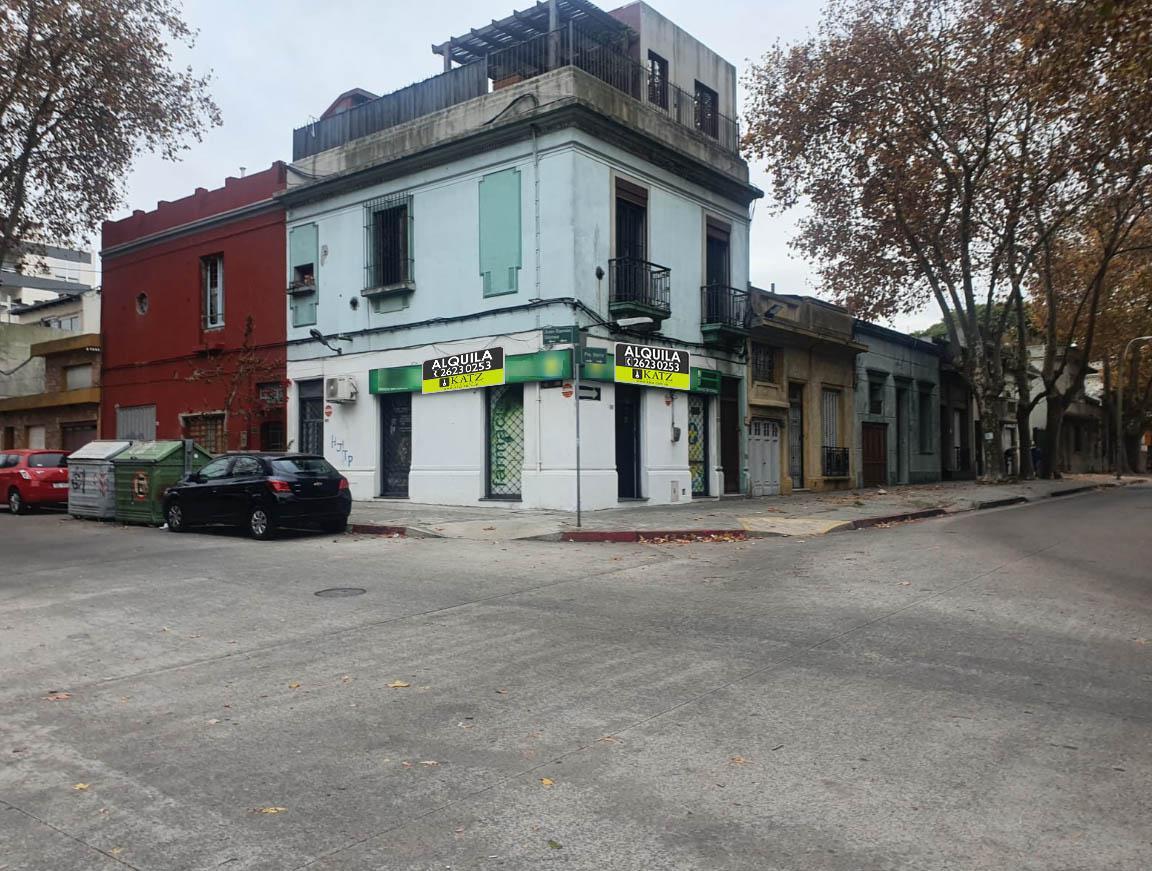 Foto Local en Alquiler en  Tres Cruces ,  Montevideo  GRAN ESQUINA PROX TRES CRUCES Y BV ARTIGAS