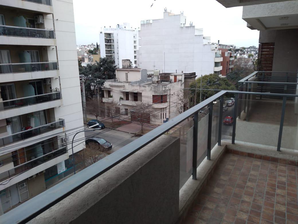 Foto Departamento en Alquiler en  General Paz,  Cordoba  B° General Paz - Excelente Ubicación - Un Dormitorio con Balcón