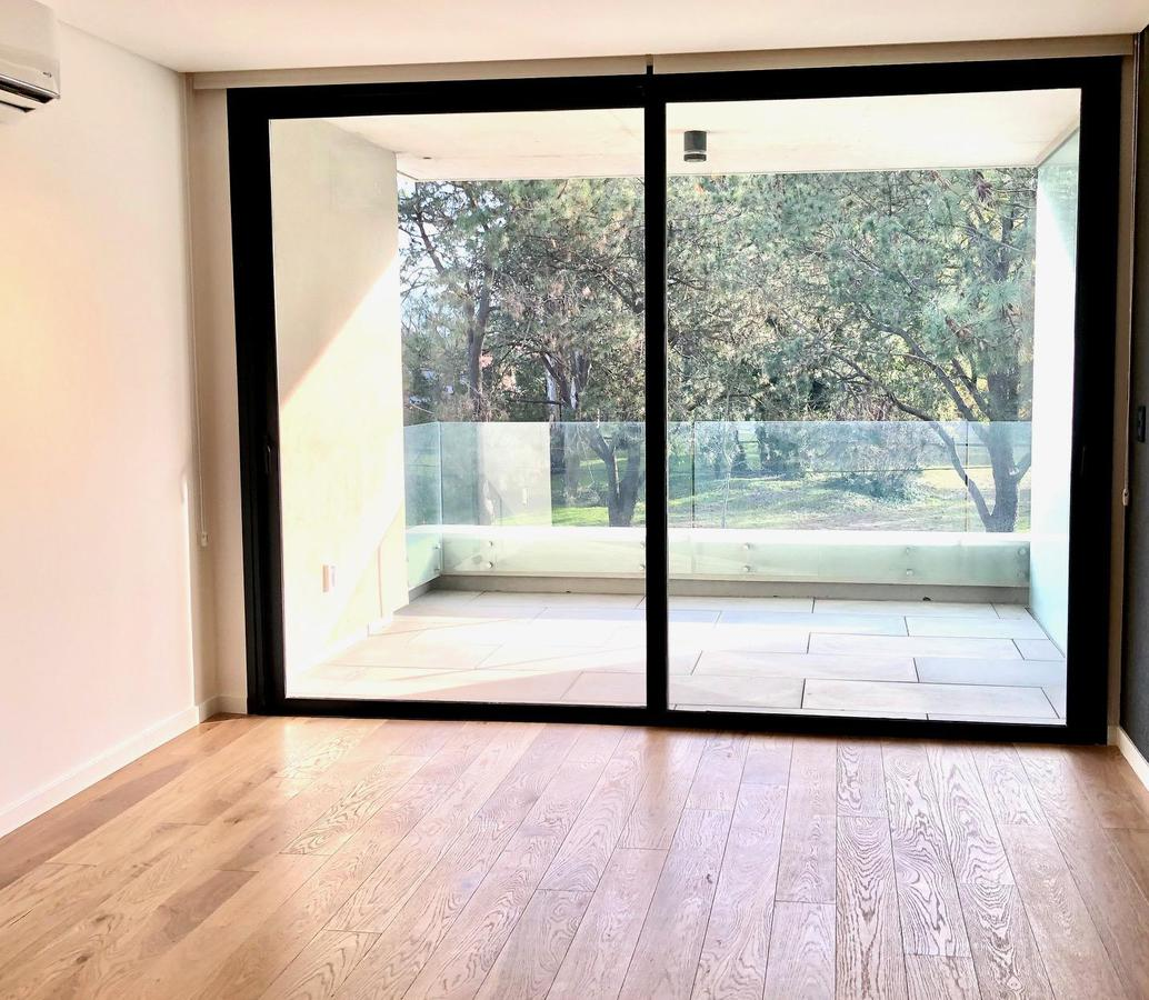 Foto Apartamento en Venta en  Carrasco ,  Montevideo  Antonio Bachini al 7100