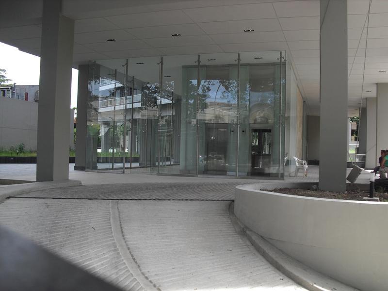 Foto Departamento en Alquiler en  La Lucila-Vias/Libert.,  La Lucila  Av.  Libertador al 4000
