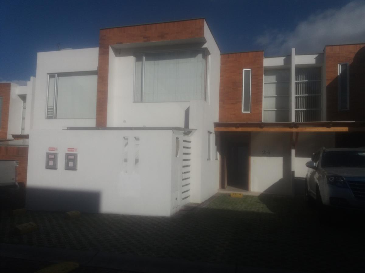 Foto Casa en Venta en  Cumbayá,  Quito  Cumbaya-Casa-Oportunidad- Extranjero vende-126m2 -2 plantas- S165.0000