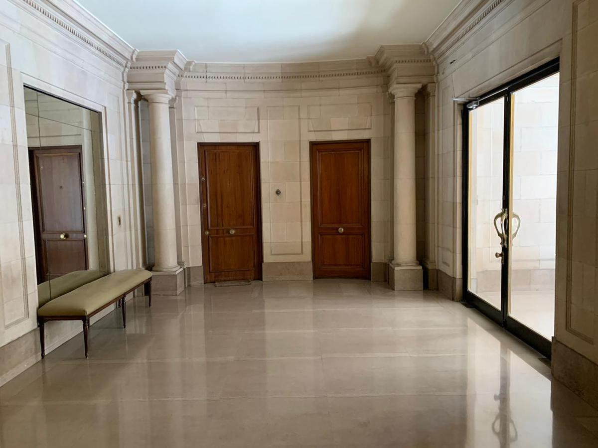 Foto Departamento en Venta en  Recoleta ,  Capital Federal  Av Alvear al 1400