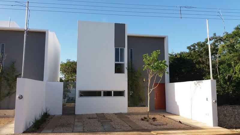 Residenciales merida casa en venta en pueblo cholul for Casa con piscina zona norte merida