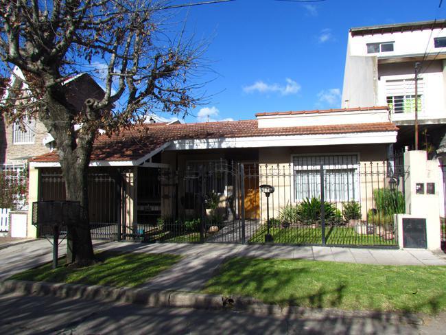 Foto Casa en Venta en  Adrogue,  Almirante Brown  RIVADAVIA 724, entre Av. Espora y Colombres