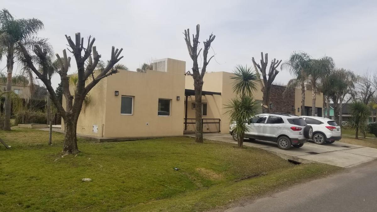 Foto Casa en Venta en  San Patricio,  Francisco Alvarez  Hermosa Propiedad en Barrio San Patricio