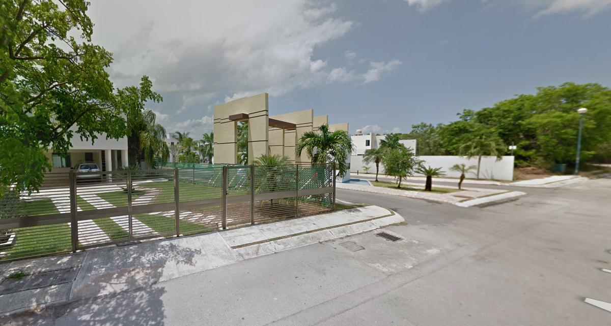 Foto Casa en Venta en  Playa del Carmen,  Solidaridad  REMATE BANCARIO EN PLAYA DEL CARMEN - RECIDENCIAL DUNAS