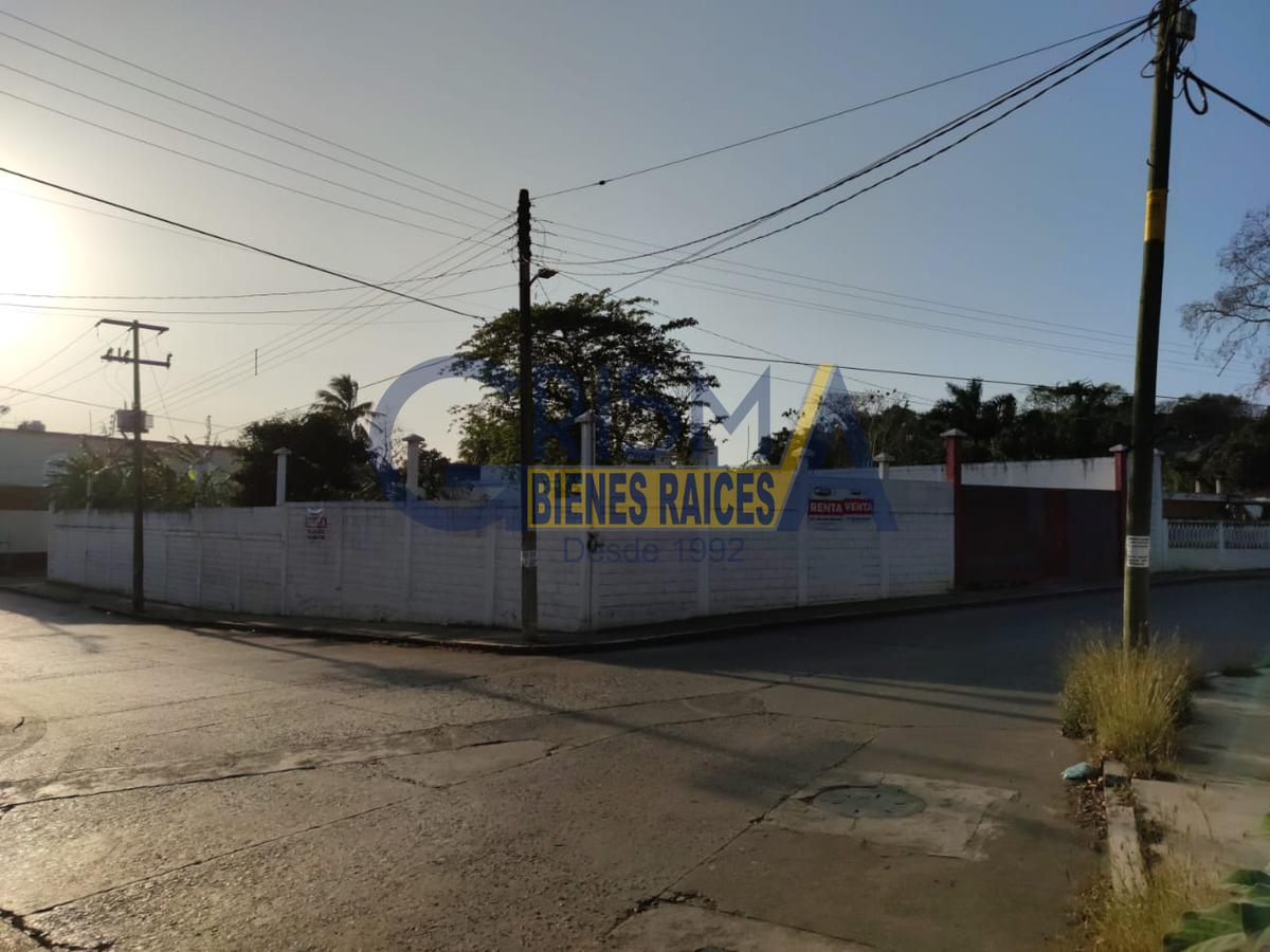Foto Terreno en Renta en  Azteca,  Tuxpan  TERRENO EN EXCELENTE UBICACIÓN CON FRENTE A 3 CALLES