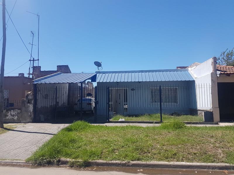 Foto Casa en Alquiler en  Lomas De Zamora ,  G.B.A. Zona Sur  ALFONSINA STORNI 2664