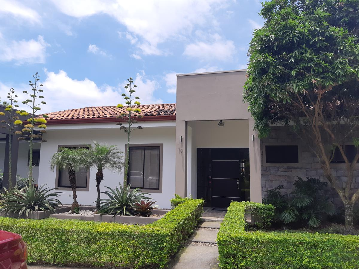Foto Casa en condominio en Venta en  Santa Ana ,  San José  Santa Ana/ Una planta/ Hermoso Jardín