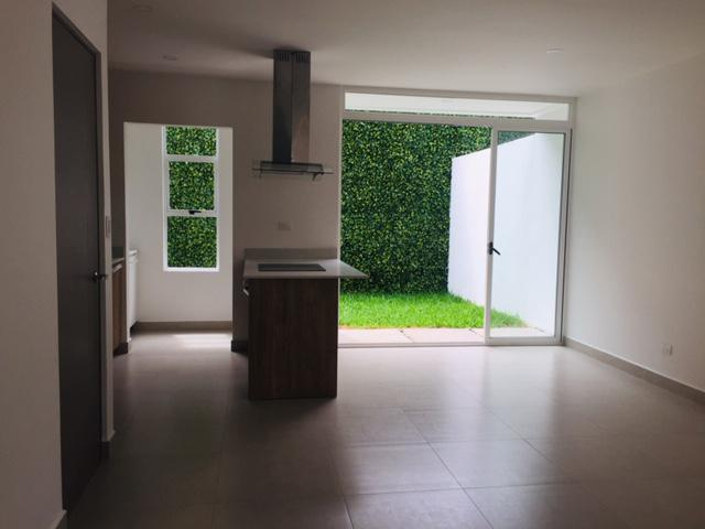 Foto Casa en condominio en Venta en  Pozos,  Santa Ana  Santa Ana /  Céntrico / Jardín / Piscina / Pet Friendly