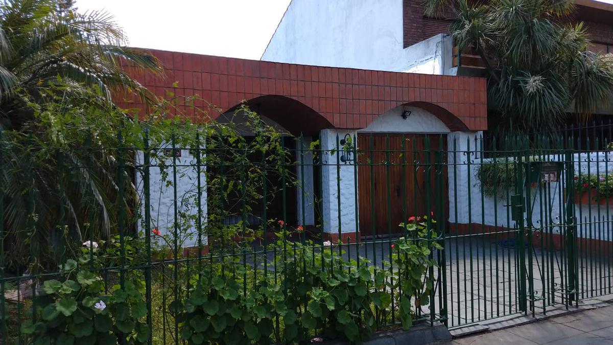 Foto Casa en Venta en  Mart.-Fleming/Panam.,  Martinez  Yapeyú 2050