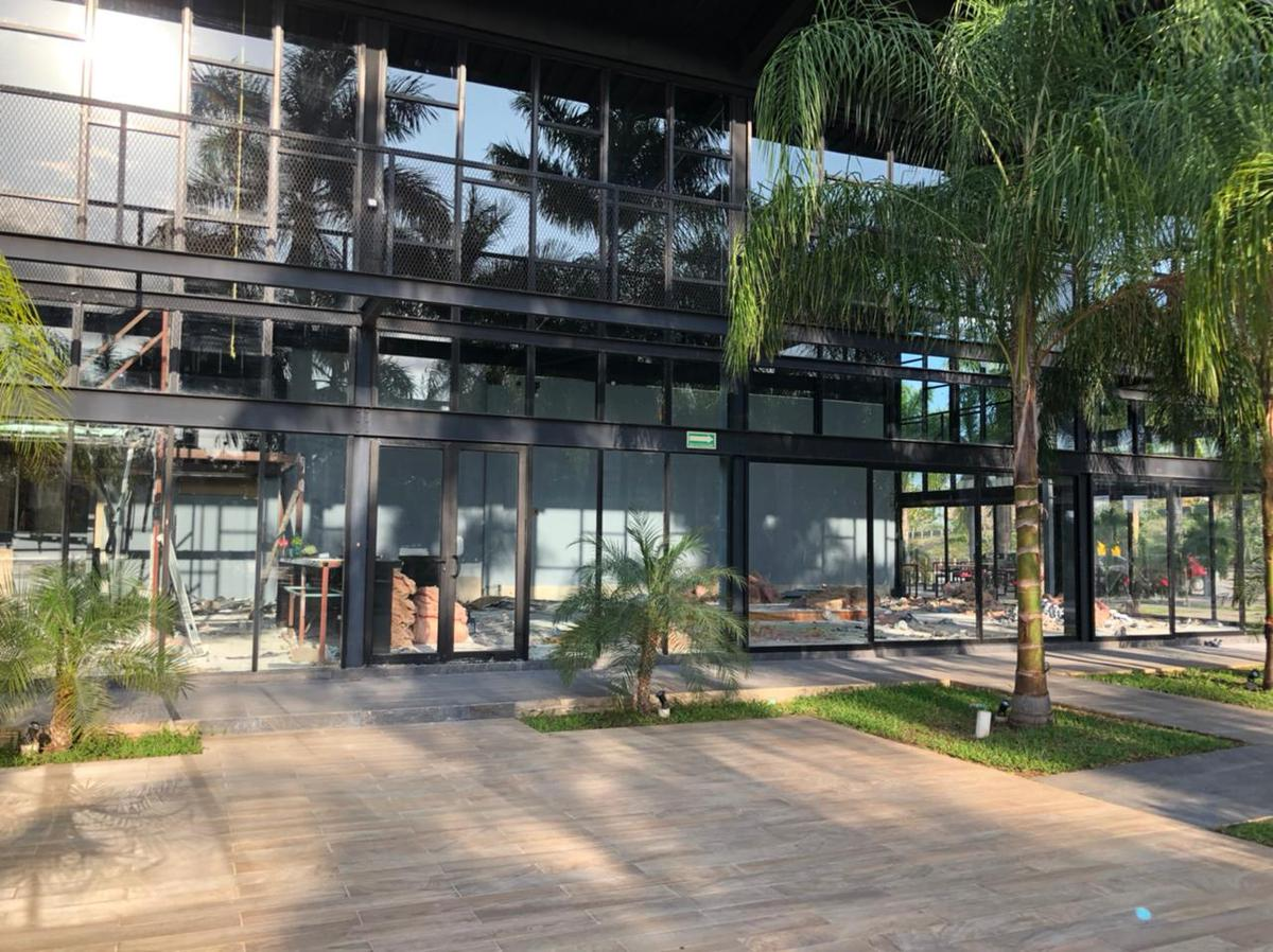 Foto Local en Renta en  Industrias No Contaminantes,  Mérida  Local en plaza comercial en renta 214m², a la entrada de industrias no contaminantes, ideal para zapatería, restaurante, boutique, etc., planta baja, con amplio estacionamiento