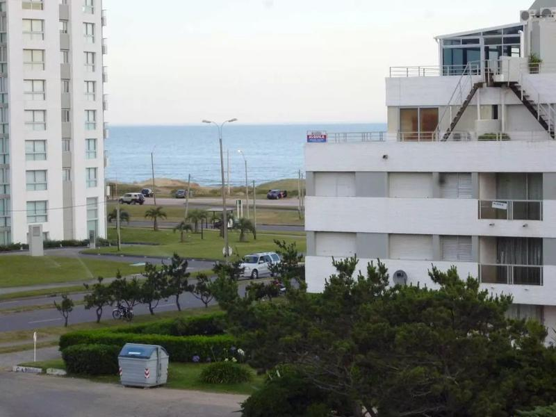 Foto Departamento en Venta en  Playa Brava,  Punta del Este  Cerca del mar