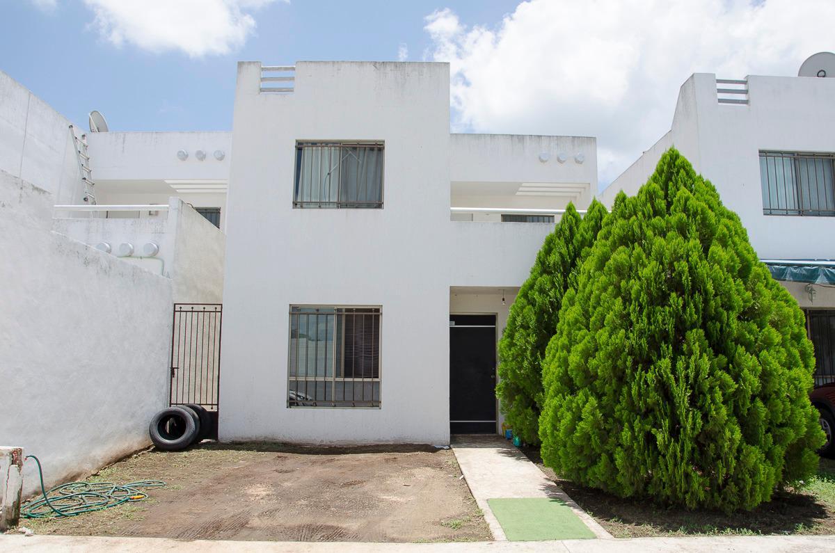 Foto Casa en Venta en  Fraccionamiento Las Américas,  Mérida  CASA EN FRACC LAS AMERICAS