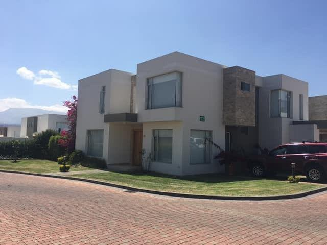 Foto Casa en Venta en  Tumbaco,  Quito  BAJO DE PRECIO LA VIÑA , VENTA LINDA Y AMPLIA VASA AMPLIA DE LUJO