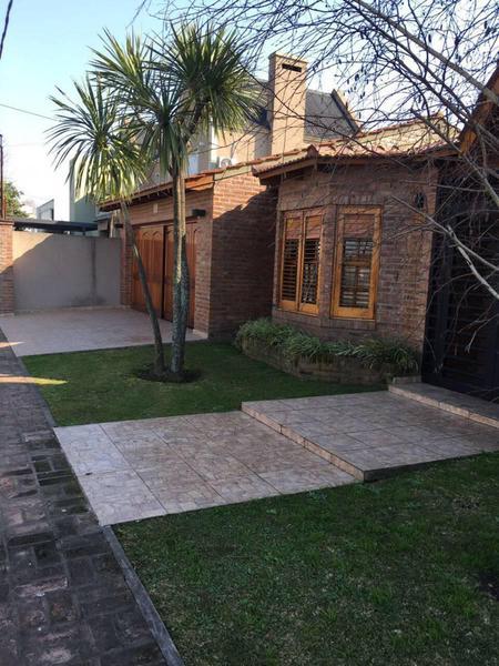 Foto Casa en Venta en  Manuel B Gonnet,  La Plata  509 E/ 29 y 30
