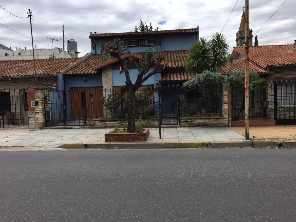 Foto Casa en Venta en  Versalles ,  Capital Federal  Ruiz de los Llanos al 1000