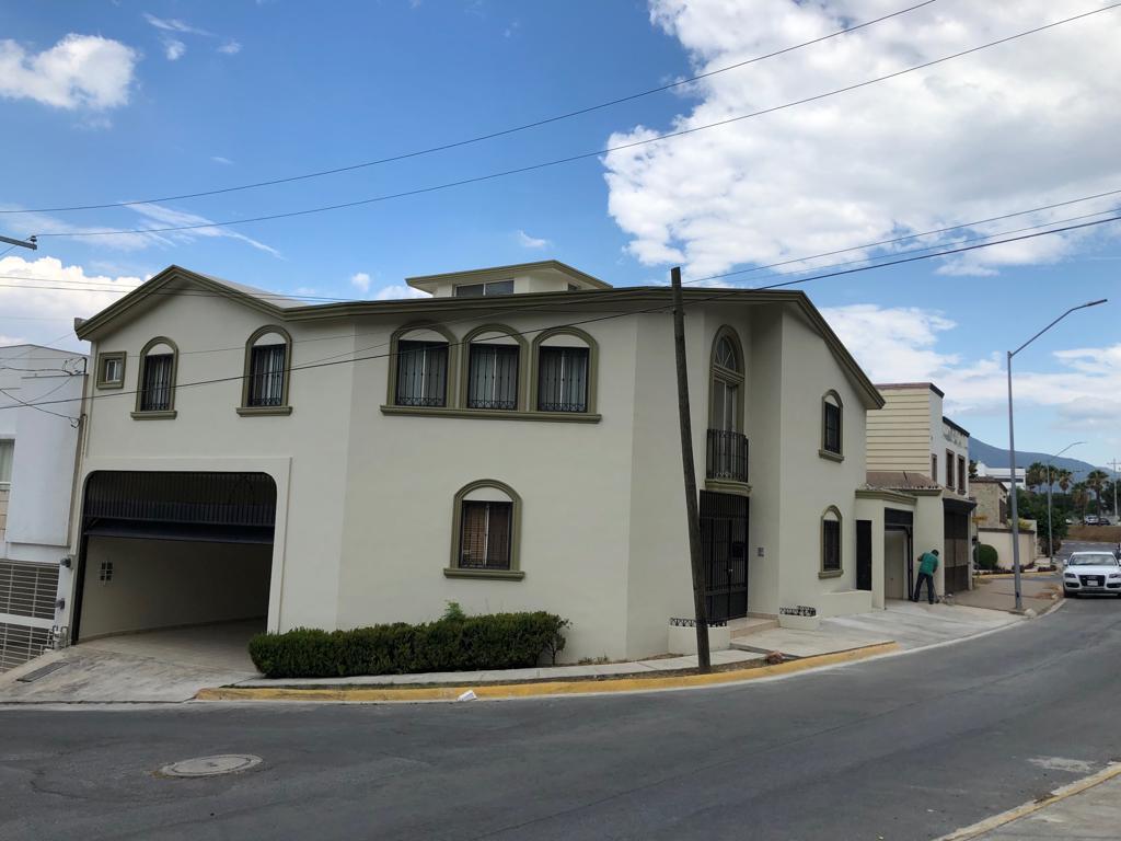 Foto Casa en Venta en  Del Paseo Residencial,  Monterrey  Casa en Venta en Del Paseo Residencial, zona Sur. (MVO)    Casa en esquina, con excelente ubicación a minutos de Valle Ote.