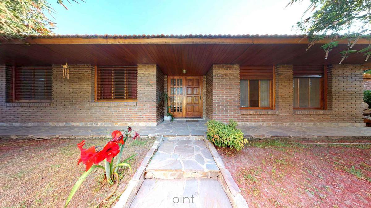 Foto Casa en Venta en  Ensenada ,  G.B.A. Zona Sur  San Martín N° 856