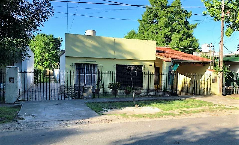 Foto Casa en Venta en  City Bell,  La Plata  27 e/ 471 y 472