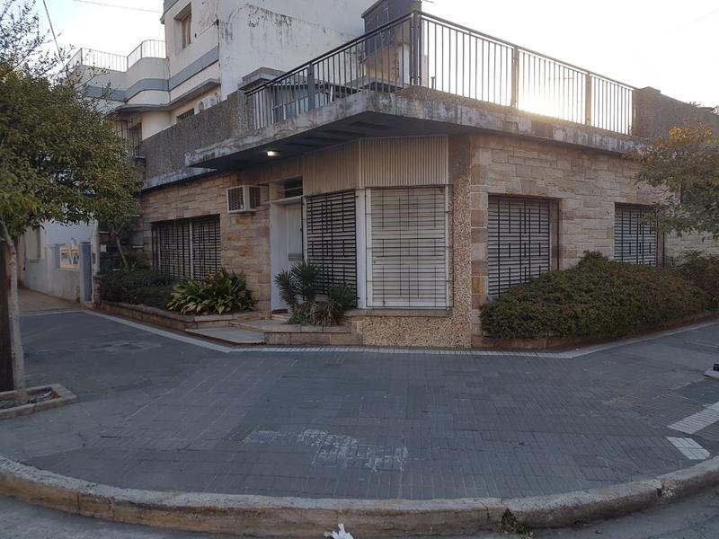 Foto Casa en Alquiler en  Valentin Alsina,  Lanus  Paso de Burgos al 600