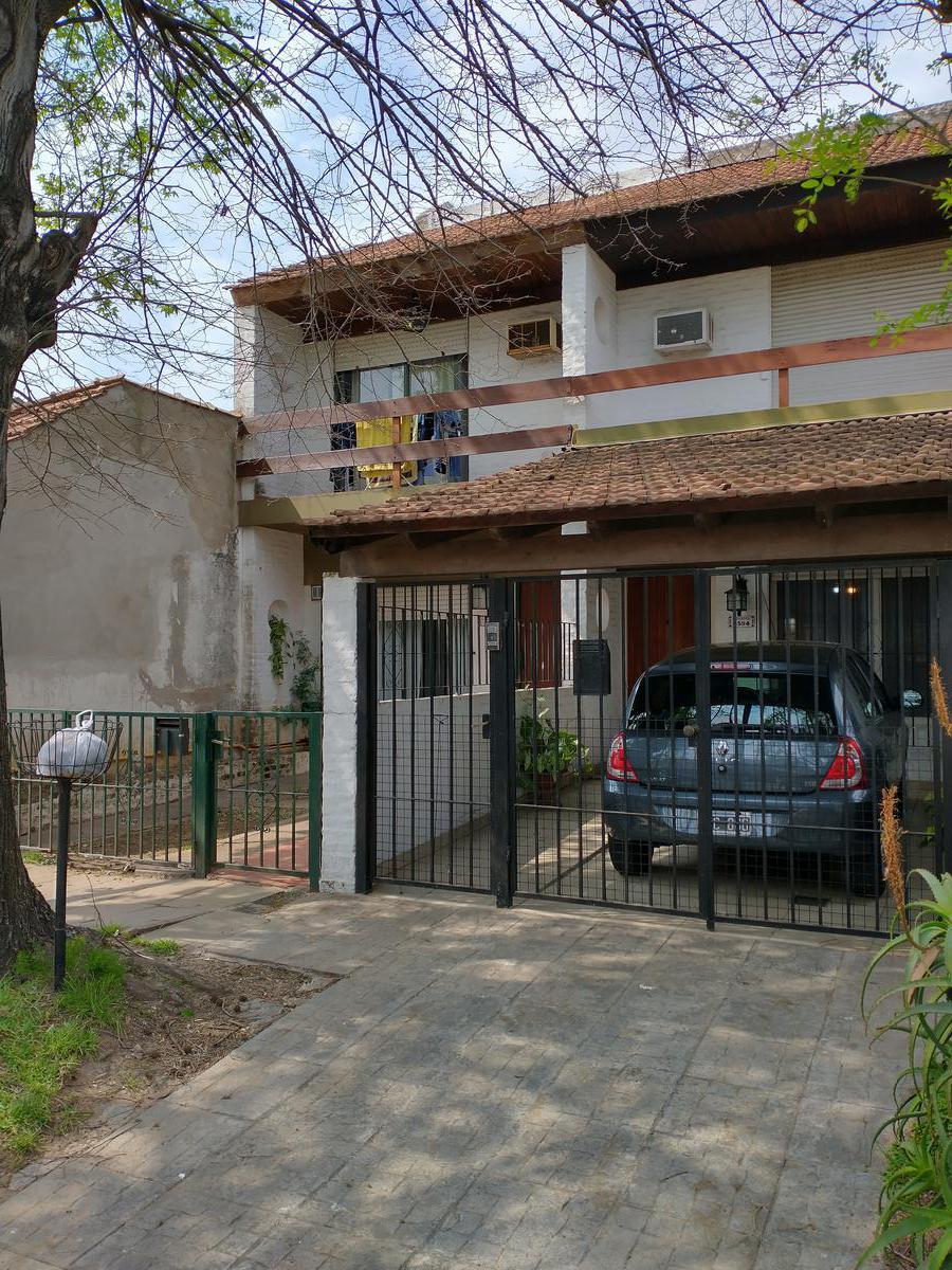 Foto Casa en Venta en  Olivos-Uzal/Panam.,  Olivos  Carlos Gardel al 3500