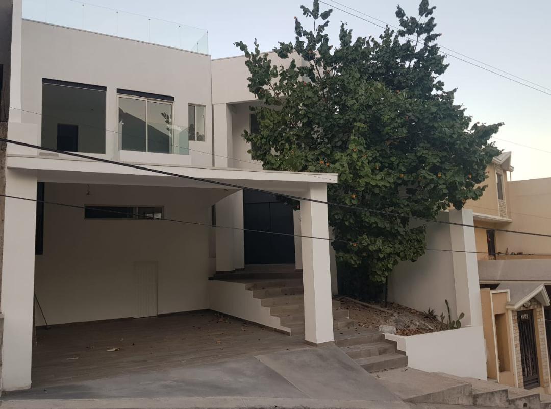 Foto Casa en Venta en  Cumbres 5to Sector,  Monterrey  Cumbres 5o. Sector Secc a