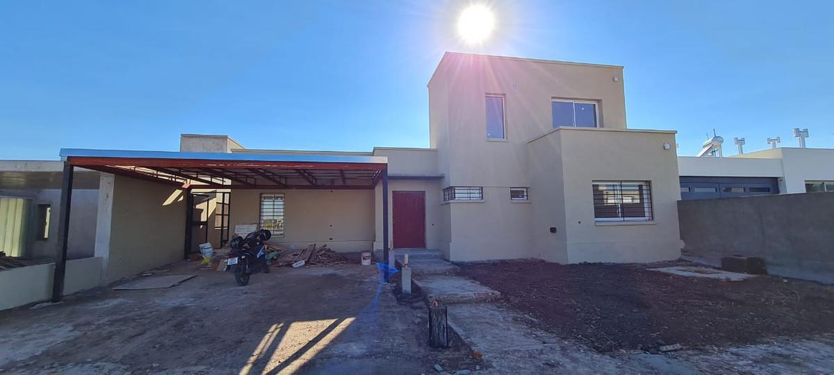 Foto Casa en Venta en  Funes ,  Santa Fe  Araoz  al 5200